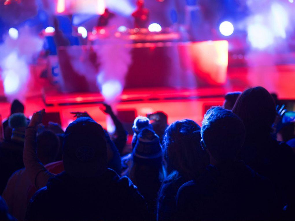 集客をあげる方法バンド初心者向けバンド成功の法則やライブ活動の練習方法とバンドの演奏力、パフォーマンスをスキルアップする方法を紹介致します