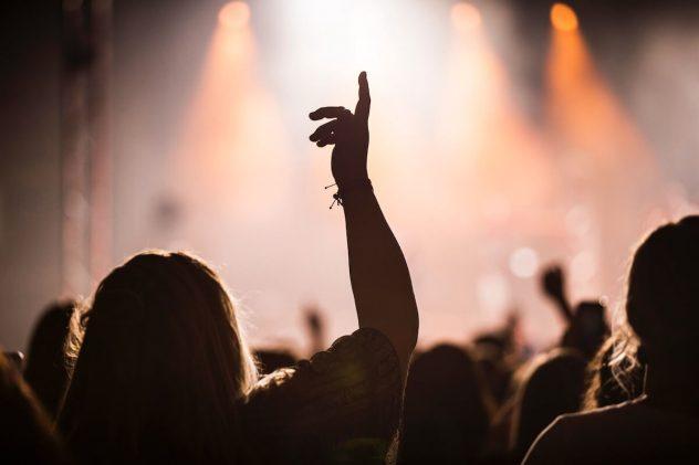フェス形式という名のイベントに参加しているバンド 動員 集客のないのは何故?と悩むバンドのlive風景