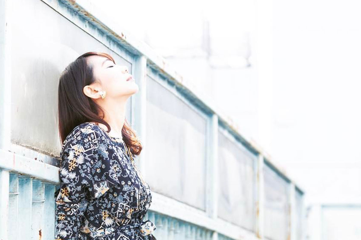 女性シンガーソングライター石田涼IshidaRyoをBandKnowledgeインディーズ・メジャーデビューを目指すミュージシャンのためのバンド活動お役立ち音楽情報サイトBandKnowledgeで紹介