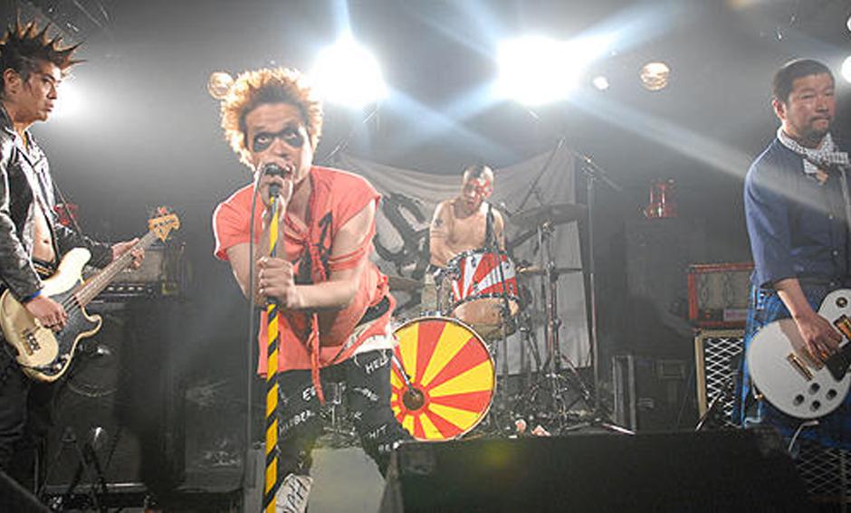 少年メリケンサック ライブで演奏する少年メリケンサック