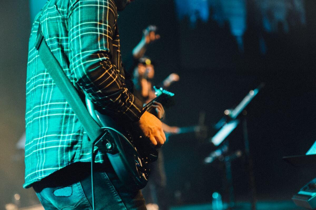 バンド活動,悩みとメンバー選びのポイント!バンド初心者向けバンド成功の法則やライブ活動の練習方法とバンドの演奏力、パフォーマンスをスキルアップする方法を紹介致します。
